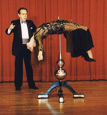 Игорь Кио гипнотически влиял на дам