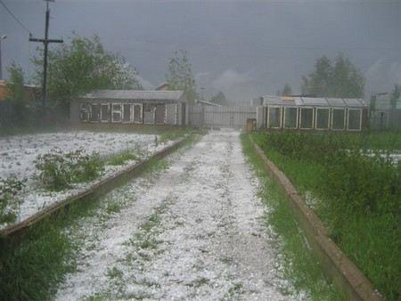 На Кубани после града поселки остались без света, повреждено 160 домов