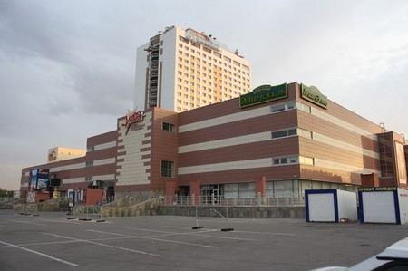Депутат нанес побои журналисту в торговом комплексе Вега в городе Тольятти