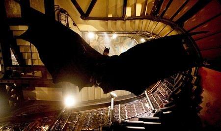 В США на премьере фильма о Бэтмене неизвестный обстрелял посетителей кинотеатр и взорвал бомбу