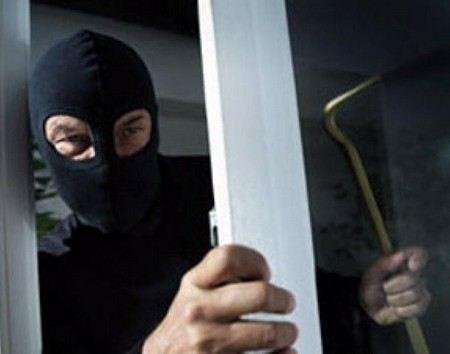 Неизвестные вооруженные люди в масках блокировали храм Воскресения Господня в Киеве