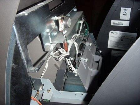 Преступник похитил 983,5 тыс. рублей из банкомата в Каспийске