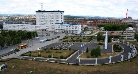 Произошло обрушение стены здания цеха моторного завода «Урал» в городе Миасс