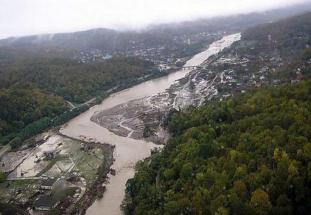 - Совокупный ущерб от наводнения составил не менее 20 млрд рублей, - губернатор Краснодарского края Александр Ткачев