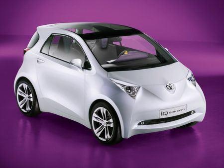 Новая модель Toyota iQ, автомобиля, который пользуется популярностью у жителей больших городов