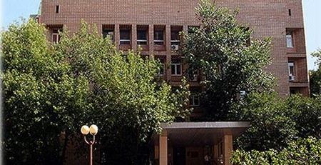 Пресненский суд Москвы приговорил бывшего заместителя мэра Москвы Александра Рябинина к штрафу в 1 млн рублей и 3 годам лишения свободы условно. Его сообщник получил 2 года условно