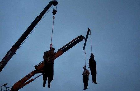 В Иране четырех чиновников, обвиняемых в мошенничестве на сумму 2,5 млн долларов, приговорили к смертной казни