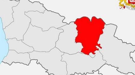 В Грузии в аварию попал школьный микроавтобус. Пострадали 12 пассажиров, в том числе дети