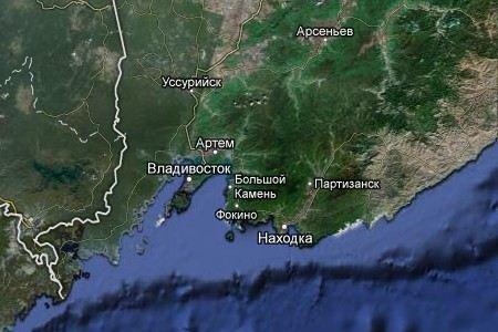 В пригороде Владивостока микроавтобус столкнулся с грузовиком. Погибли четыре человека, еще двое доставлены в больницу