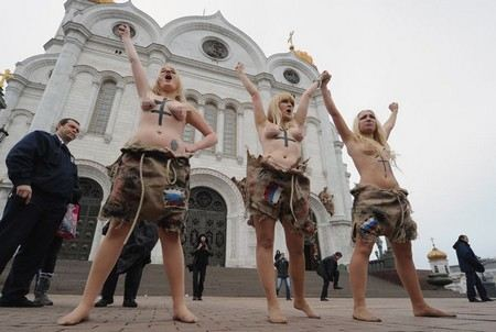 У Храма Христа спасителя избили участников акции протеста