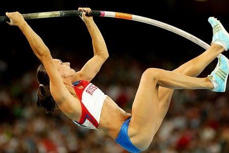 Елена Исинбаева намерена участвовать в Олимпиаде 2016 года. Спортсмена готовится к новым рекордам и хочет уйти с поднятой головой