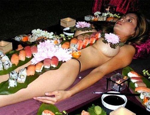 Трапеза с тела девственницы - давняя японская традиция