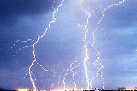 Под Курском от удара молнии погибли два родных брата