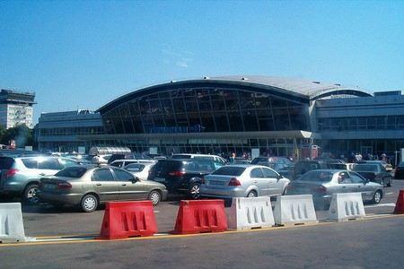Из терминала F киевского аэропорта «Борисполь» эвакуируют все пассажиров и сотрудников.