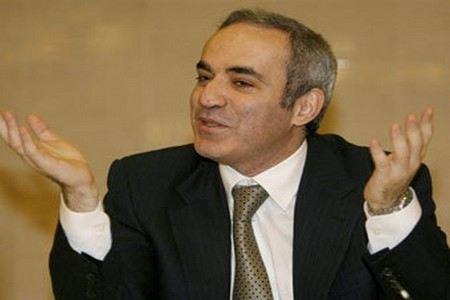 Гарри Каспаров хочет засудить полицейского, которого укусил во время задержания. Он подал иск в прокуратуру