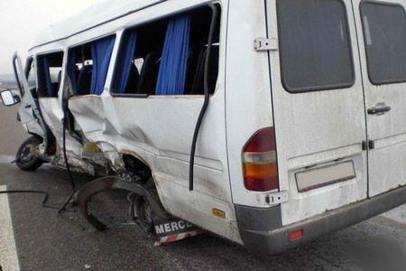На трассе Пермь-Екатеринбург столкнулись два автобуса. Два человека погибли, еще девять пострадали