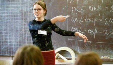 Министр образования Дмитрий Ливанов обещал избавить учителей от лишней бюрократии