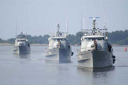 Военно-морские учения «Доверие 2012» проводит Российская армия в Черном море. В учениях задействовано 10 боевых кораблей