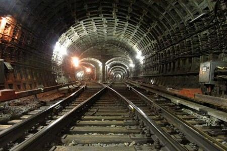 В Московском метро Ростехнадзор обнаружил поддельное оборудование. На деталях указана маркировка завода-изготовителя - «Тулаэлектропривод». На этом предприятии ничего об этих деталях не знают.
