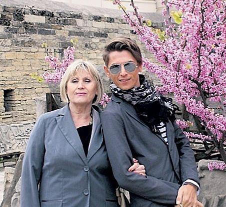 Влад Лисовец со своей мамой