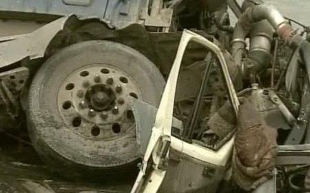В Чечне на трассе рядом с городом Гудермес столкнулись «КамАЗ» и пассажирская «ГАЗель». Пострадали 8 человек, четверо госпитализированы в тяжелом состоянии.