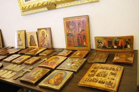 В Санкт-Петербурге украдена коллекция старинных икон, картин и орденов. Ущерб оценивается в 300 тыс. рублей
