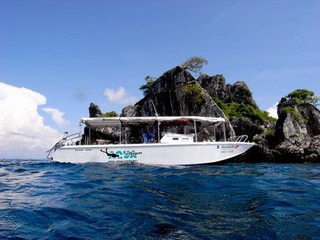 В Тайланде затонуло прогулочное судно, на борту которого находились 37 человек.