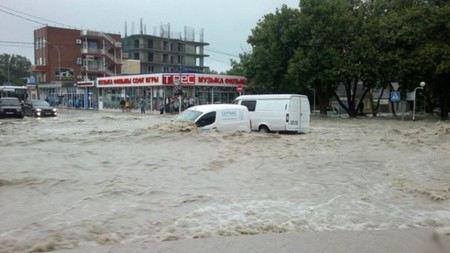 Из-за сильных дождей и ливней в Сочи могут выйти из берегов 11 рек, затоплены могут быть 24 поселка
