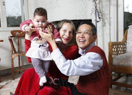 Счастливая семья из Швейцарии с дочкой Катей, рожденной в Москве