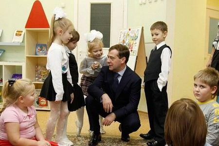 Дмитрий Медведев заявил, что в ближайшие 3 три года в дошкольных учреждениях появится 590 тыс. новых мест.