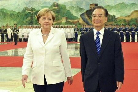 Ангела Меркель находится с визитом в Китае. В ходе встречи планируется заключить ряд крупных сделок между предприятиями Китая и Германии