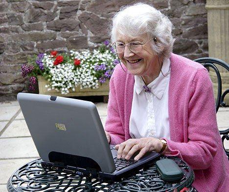 Пенсионеры предпочитают интернет-общение
