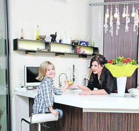 Ирина Дубцова с сыном Артемом на кухне