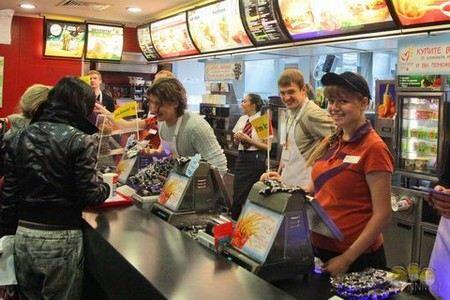 В Челябинска директора «Макдоналдс» обвиняют в невыплате зарплаты подросткам