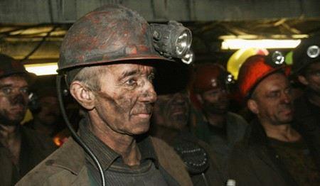 Бастующих шахтеров на Урале в шахте «Красная шапочка» все-таки будут кормить.