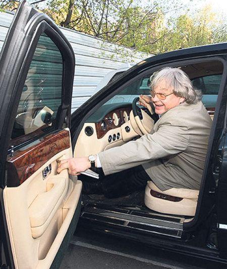 Машина Юрия Антонова была ограблена на дороге