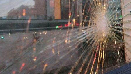 В Москве хулиганы атаковали два пассажирских автобуса. Уголовное дело возбуждено по статье Хулиганство