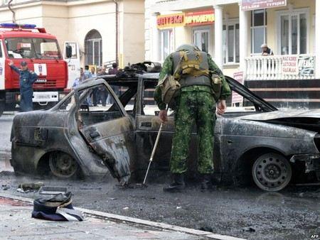По факту взрыва автомобиля в Грозном и гибели полицейского уголовное дело возбуждено по 4 статьям