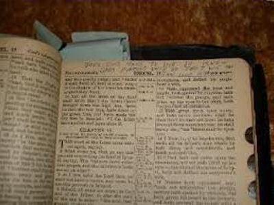 Библия с пометками, сделанными Элвисом Пресли