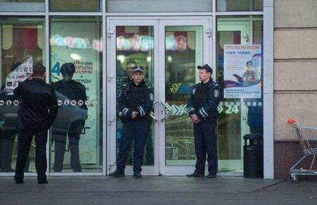 На Корсике взорвали 7 супермаркетов в четырех городах.