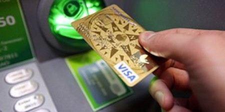 В ночь с понедельника на вторник перестанут обслуживаться все карты Сбербанка России.