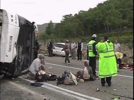 Во Франции разбился автобус с туристами из Польши. Погибли 3 человек, пострадали не менее 20.