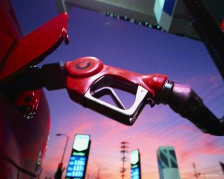 Зам главы ФАС рассказал о том, что бензин подорожает, но ажиотажного спроса на топливо не будет.