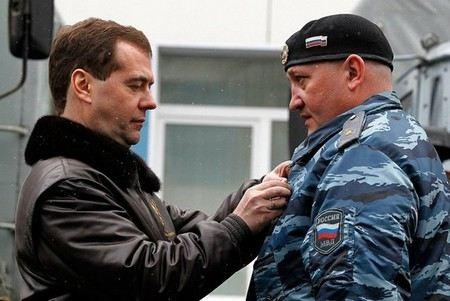Генерал-майора, командира ОМОНа, Александра Иванина обвиняют сразу по двум статьям, в том числе - хулиганство