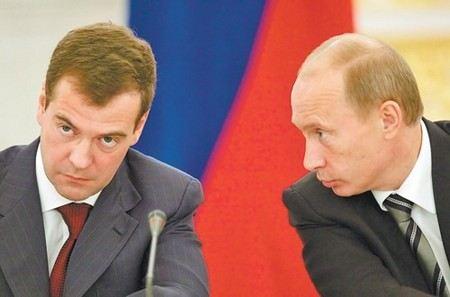 Президент Путин попросил премьера Медведева объявить выговор министрам труда и регионального развития.
