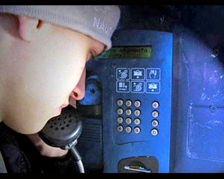 В Тюмени кинологи, полиция и МЧС проверили все вокзалы и аэропорт и не нашли бомбу. Сейчас ищут телефонного террориста.