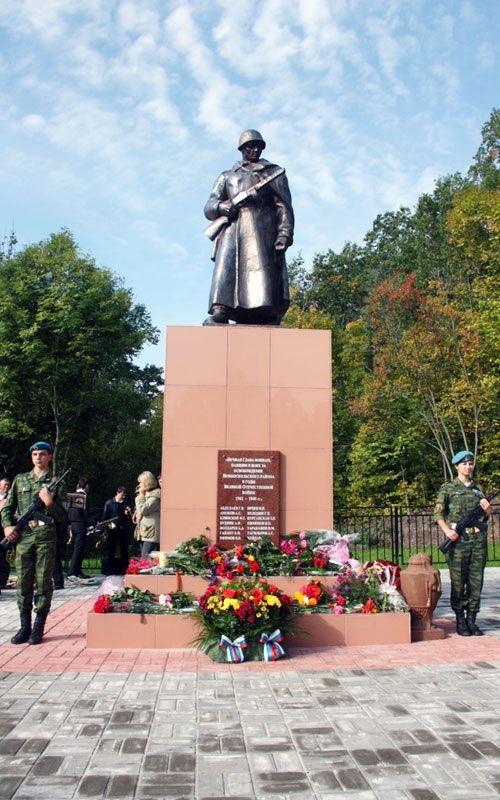 Памятник воинам-освободителям в поселке Прибрежный
