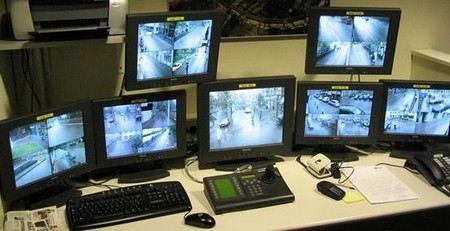 Жириновский предложил установить камеры видеонаблюдения в кабинетах и служебных автомобилях чиновников.