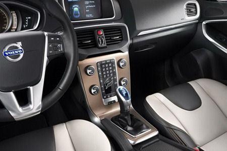Volvo V40. Салон автомобиля