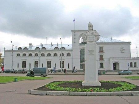 Губернатор Санкт-Петербурга прибыл в Новгород на празднование 1150-летия России на электричке, а позже прошел пешком